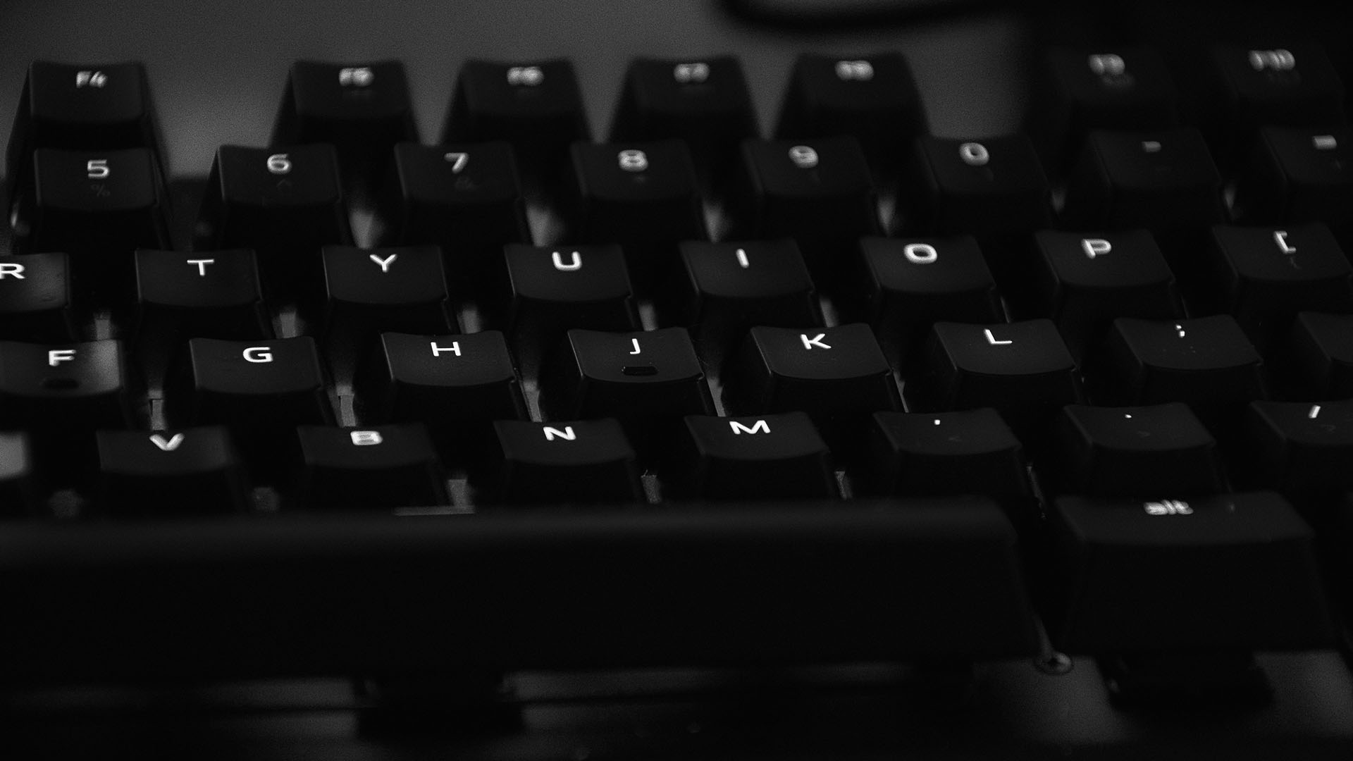 Black and white image of a keyboard.